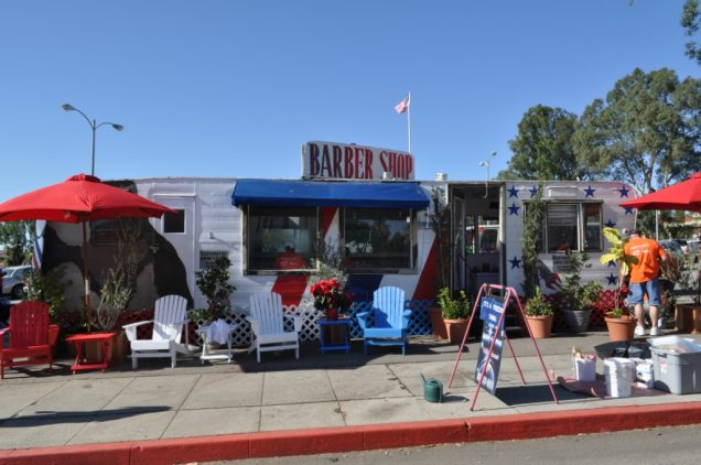 "The trailer where ""Dreamer"" gives free haircuts to veterans in Los Angeles, CA . Photo courtesy of Paula Berger."